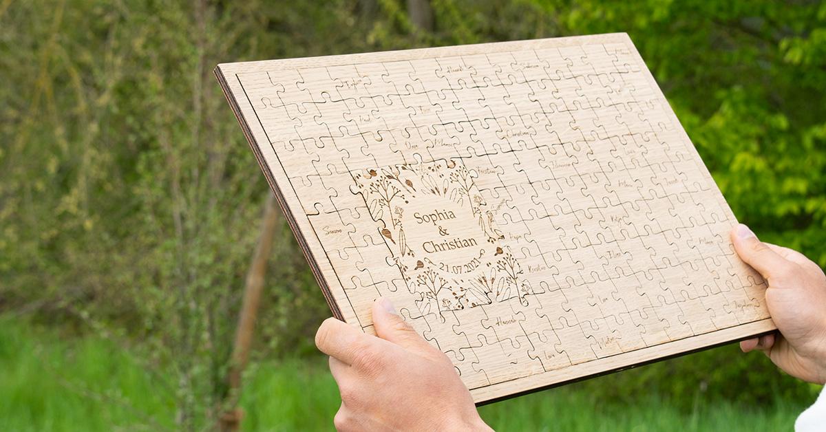 Montage-Anleitung für Wandpuzzle-Gästebuch mit Blumen-Design zur Hochzeit aus Holz
